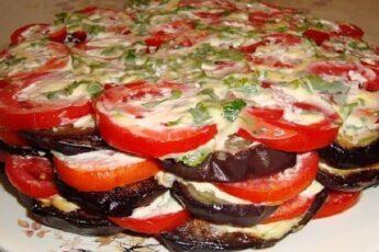 Салат из баклажанов с крекерами: неизменный фаворит