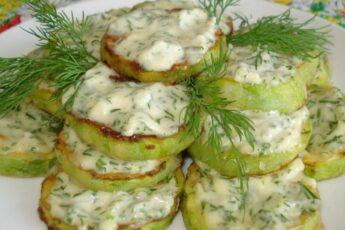 Кабачки в йогуртовом соусе: холодная закуска для жаркого лета