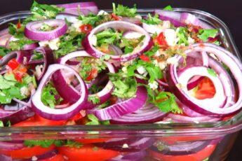 Моментальные помидоры, маринованные с луком: на пикник и любой стол