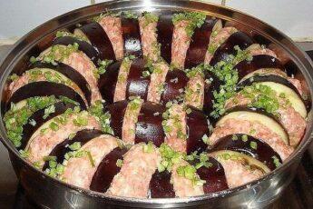 Одним из самых популярных блюд из баклажанов в турецкой кухне является блюдо – КАРНЫЯРЫК
