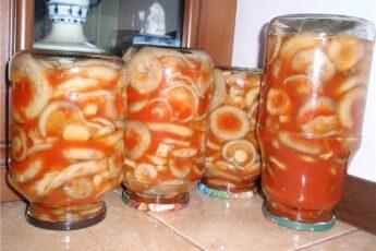 Грузди в томатном соусе на зиму