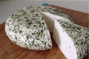 Вкусный и полезный домашний сыр с укропом