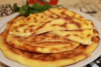 Вкусные сырные лепешки из кефира всего за 10 минут
