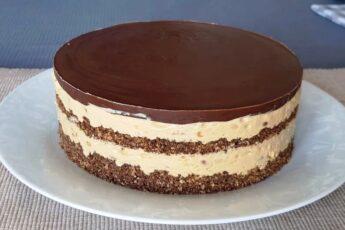 Торт «Сникерс» без выпечки