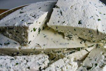 Домашний сыр с зеленым луком: сможет приготовить каждый