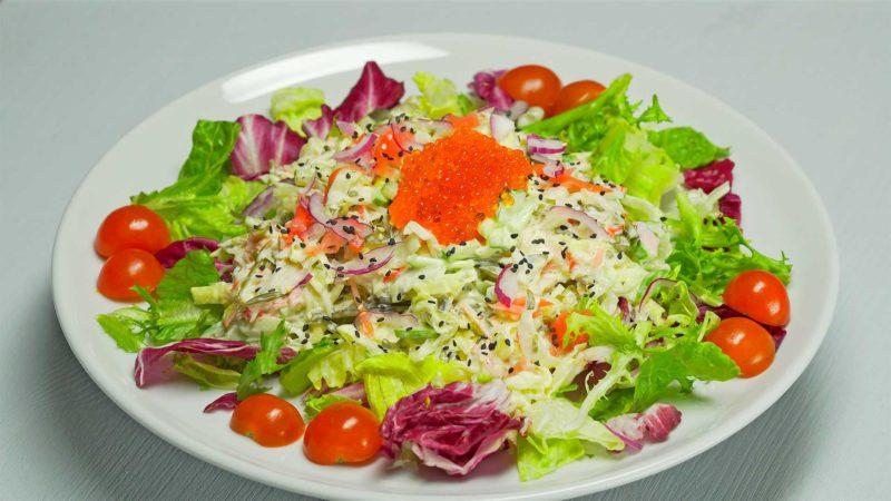 Салат из крабовых палочек и морской капусты: все просто и вкусно