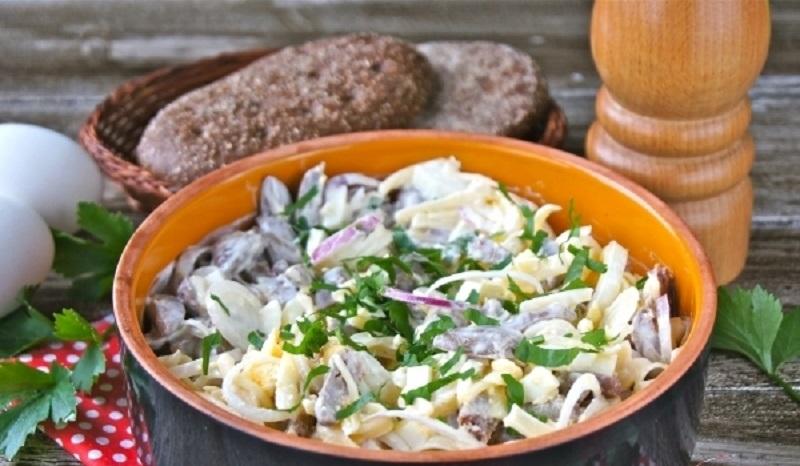 Сытный салат из куриных сердечек: обожаю такие рецепты!