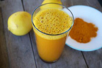 Вот, что происходит с вашим организмом, когда вы добавляете к воде с лимоном куркуму